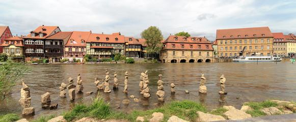 """Steinmännchen in Bambergs """"Klein Venedig"""""""