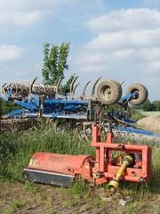 Altes Ackergerät am Rande eines Feldes bei Oerlinghausen im Teutoburger Wald
