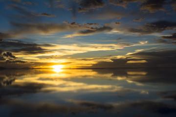 ウユニ塩湖の落日