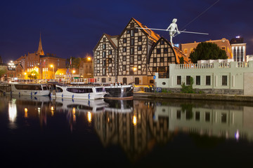 Obraz Granaries in Bydgoszcz at Night - fototapety do salonu