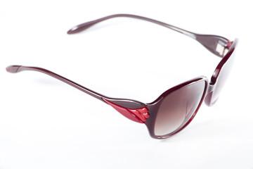 Okulary przeciwsłoneczne chronią wzrok przed szkodliwym, silnym światłem słonecznym.