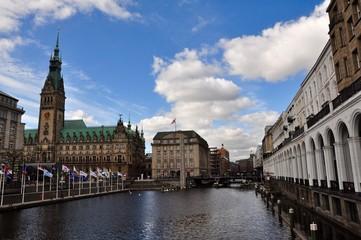Hamburger Rathaus und Alsterarkaden
