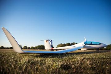 Segelflugzeug wird gewaschen