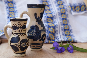 Romanian ceramics and  traditional towel