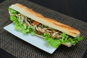 sandwich au poulet et légumes