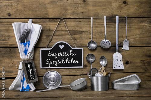 Bayerische k che dekoration mit k chenutensilien und for Bayerische dekoration