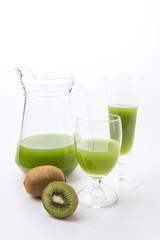 Kiwi fruit and kiwi juice