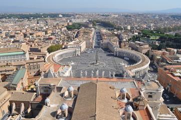 Widok z bazyliki Św. Piotra w Watykanie (Rzym) na plac przed bazyliką.