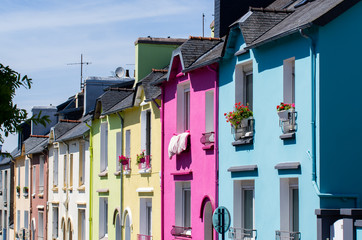 Maisons colorées dans une rue de Brest
