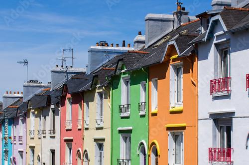 Maisons color es dans une rue de brest photo libre de for Couleur tendance maison exterieur 2016