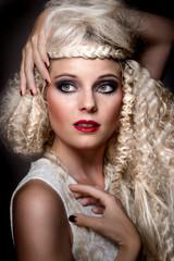 Curls (Elisabeth Hegedüs)