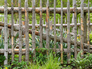 Holzzaun um Bauerngarten
