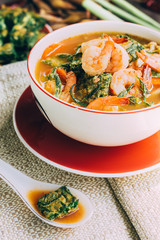 Spicy and Soup Curry with Shrimp and Vegetable Omelet