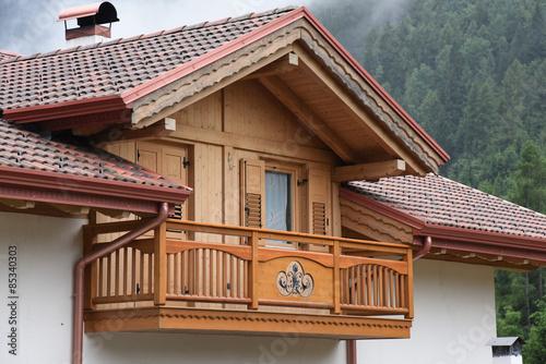 Casa in legno casetta giardino abbaino immagini e for Abbaino tetto prezzi