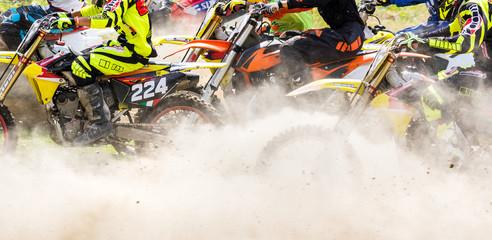 Fototapete - partenza in gara di motocross