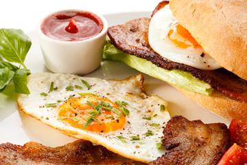 Breakfast - sandwich, egg, bacon and vegetables