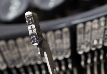H hammer - old manual typewriter