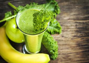 Green juice. Healthy drink. Selective focus