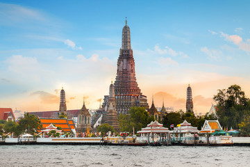 Papiers peints Edifice religieux Wat Arun - the Temple of Dawn in Bangkok, Thailand