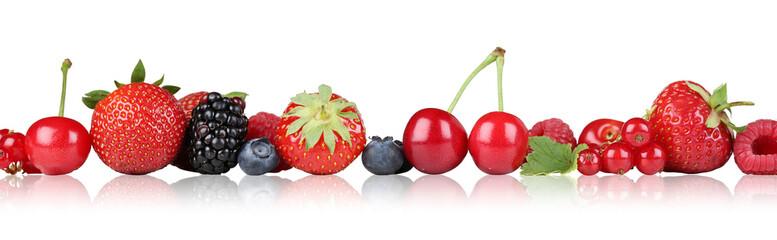 Beeren Früchte Erdbeeren Himbeeren Kirschen in einer Reihe Frei