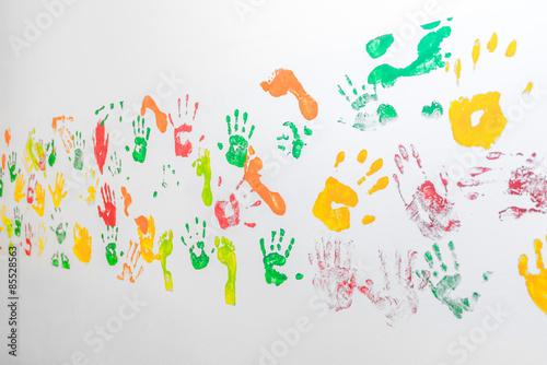 Hand Und Fußabdrücke An Weißer Wand Stockfotos Und Lizenzfreie