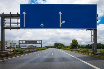 Leere Schilderbrücke Autobahn Konzept Vorlage