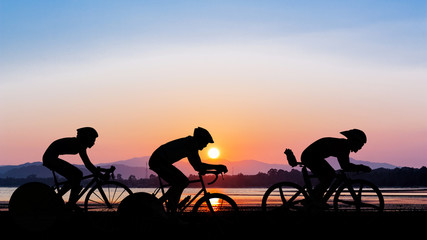 Photo sur Toile Cyclisme Cycling on twilight time