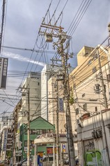 電柱と街中の風景
