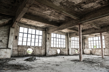 Foto op Aluminium Industrial geb. Empty industrial loft in an architectural background with bare cement walls, floors and pillars supporting a mezzanine