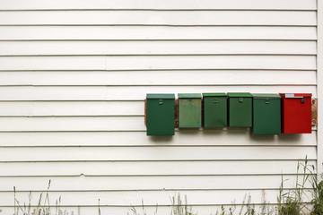Briefkasten an Hauswand Holzhaus