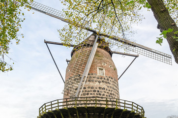 Antike Windmühle in Zons am Rhein