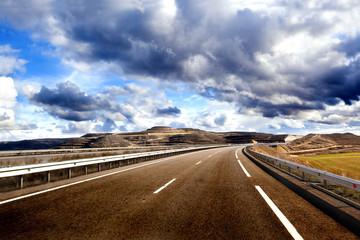 Concepto de aventuras viajes por carretera.Autopista,itinerario y turismo