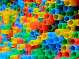 Kolorowe słomki na festiwalu