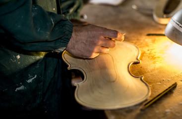 Artigiano al lavoro - il Liutaio - lavori dimenticati