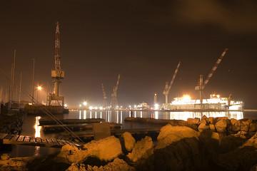 Porto, luci sul porto di Livorno