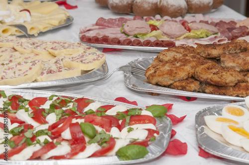 Fleisch gem se und wurstplatten stockfotos und lizenzfreie bilder auf bild 85825591 - Wurstplatten dekorieren ...