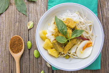Chicken curry with Thai rice vermicelli