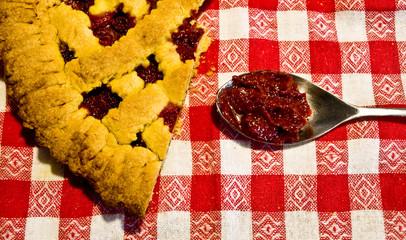 crostata con marmellata di fragole