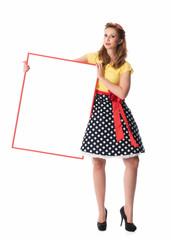 Pin up Girl hält ein Werbeschild