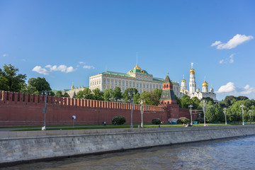 Fototapete - he Moscow Kremlin and Moscow river. Kremlin embankment in Moscow