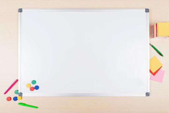 Draufsicht leeres whiteboard, Textfreiraum