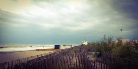 Malerische Küste vor dem Sturm