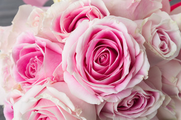 white and pink rose bouquet on wood background