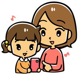 携帯を操作するお母さんと子供