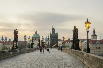 Fototapete - Prague (Czech Republic). Charles (Karluv) Bridge in the sunrise