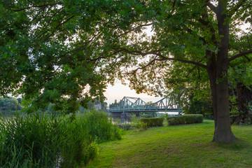 Park mit Brücke