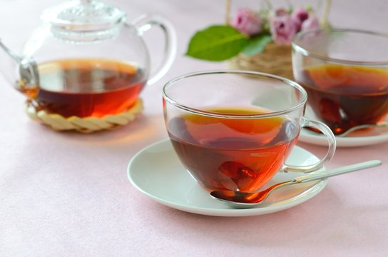 ティータイム ピンクのバラと紅茶
