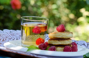 pancakes with raspberries and drink