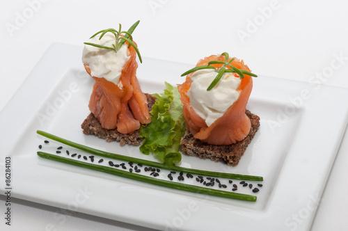 Tapas de salm n ahumado con queso immagini e fotografie - Tapas con salmon ahumado ...