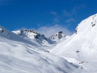 Sonnenschein, blauer Himmel und Schnee